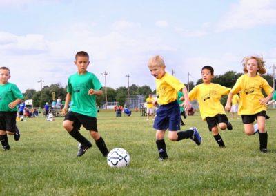 enfants qui jouent au foot
