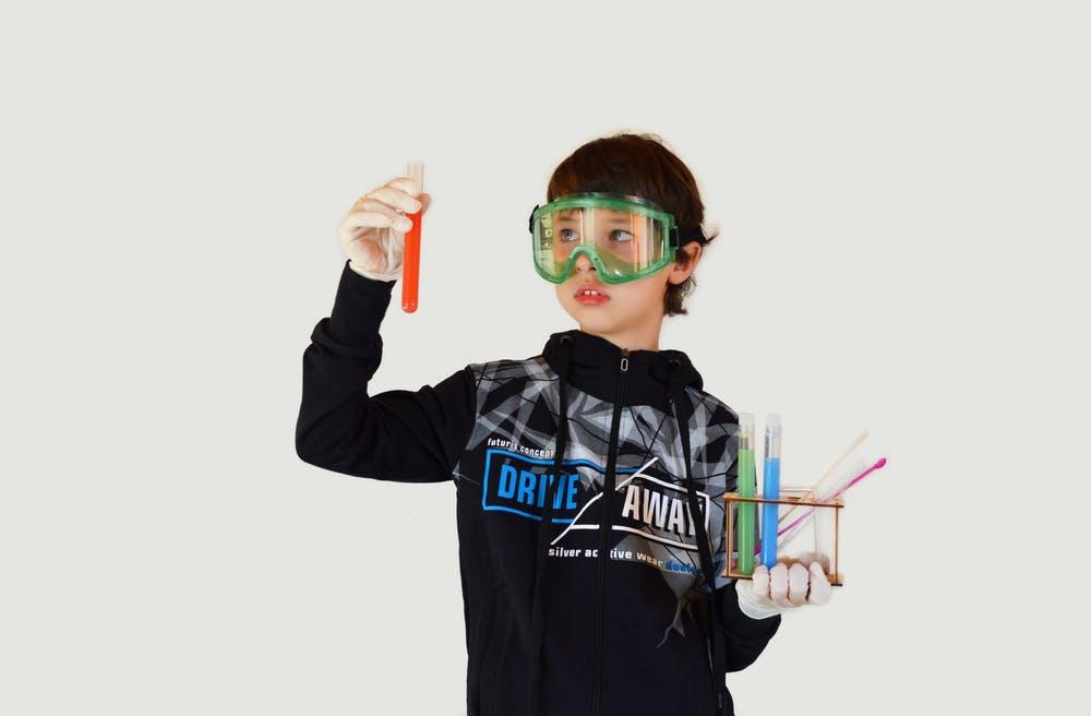 enfant scientifique